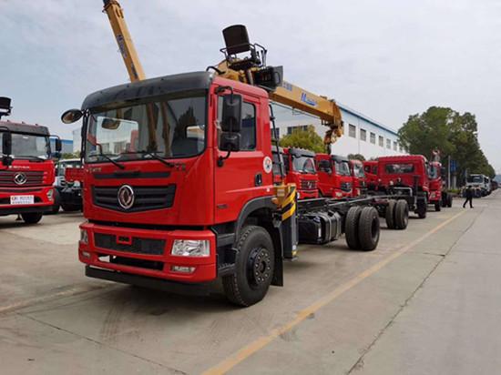 东风T5单桥徐工8吨随车吊 货箱6.1米